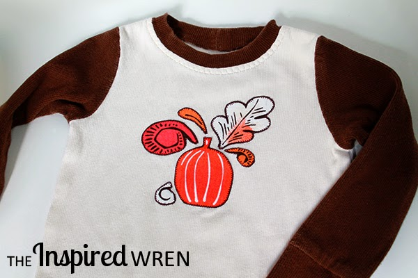 Create everyday seasonal wear with a Quilting Cotton Applique using this quick tutorial for applique pajamas from The Inspired Wren for Mabey She Made It | #seasonal #pumpkin #pajamas #applique