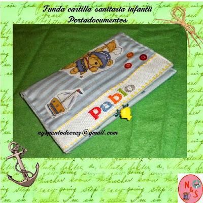 Regalos originales personalizados infantiles. Funda porta documentos infantiles personalizado.Punto de cruz