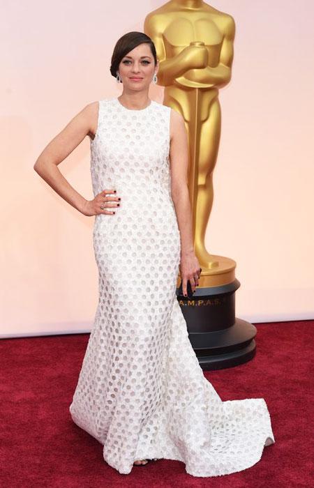 Марион Котийар в рокля на точки с деколте по врата на Оскари 2015