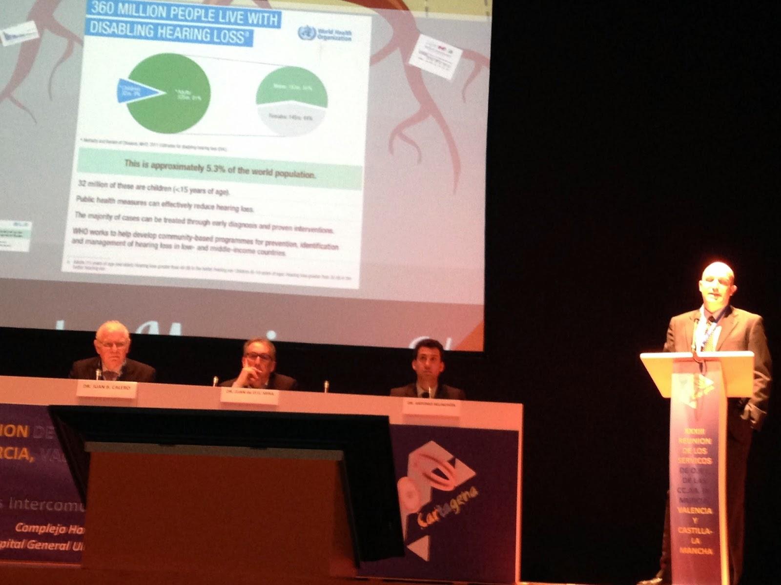 El Dr. Sánchez (Hospital de Vinalopó) en su conferencia sobre audífonos