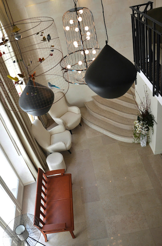 Inside is beautiful paris large trendy and luminous for Vincent bastie