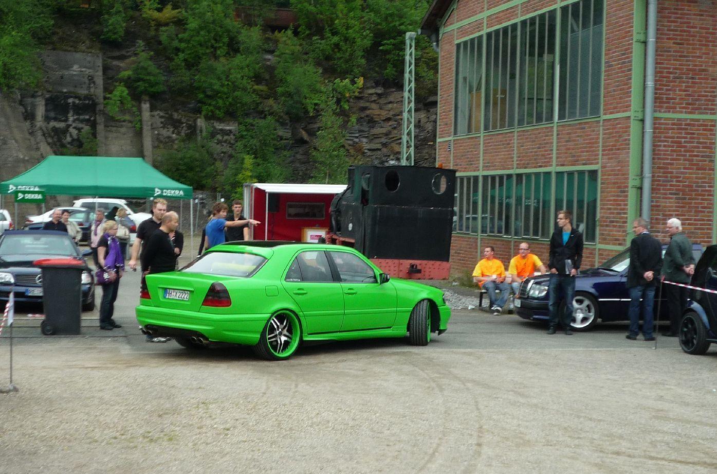 http://3.bp.blogspot.com/-f4-IuhbvjWY/Tc42CJFTAnI/AAAAAAAABo8/2JyCMf6aWM0/s1600/Mercedes-Benz_w202_green_6.jpg