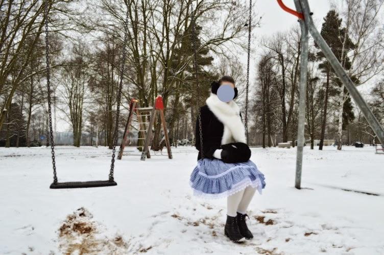 ootd, outfit, winter, lolita, blue, japan, snow, muff, handwarmer, petticoat, black, white, velvet, earmuff, fur, swing
