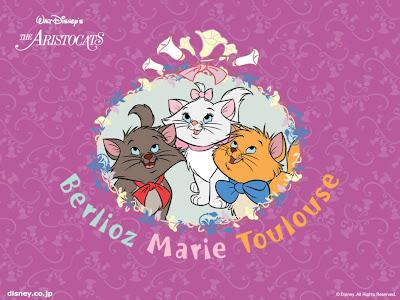 gatita Marie con sus hermanos