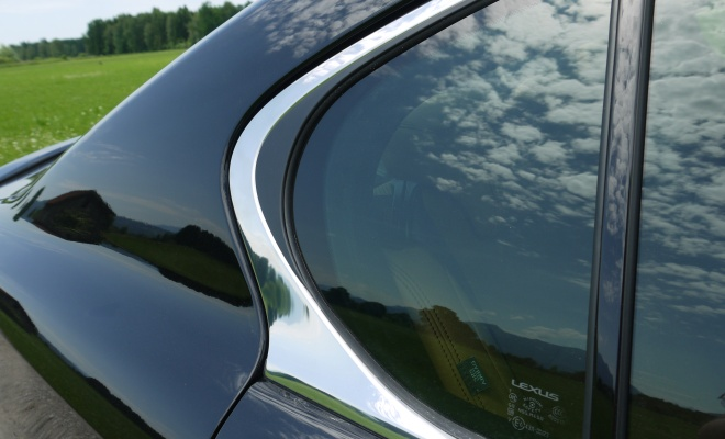 Lexus GS450h rear window kink