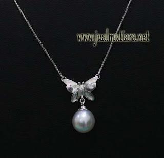 Kalung Emas Putih Mutiara Air Laut