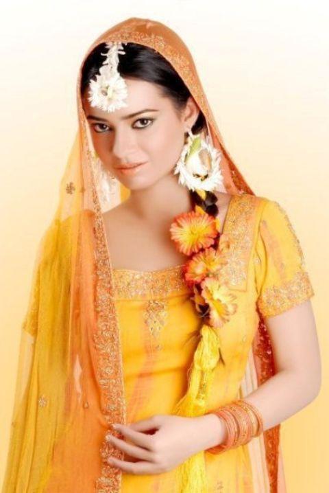 Pakistani bridal mahndi dresses collection 2013 photos for Pakistani wedding mehndi dresses