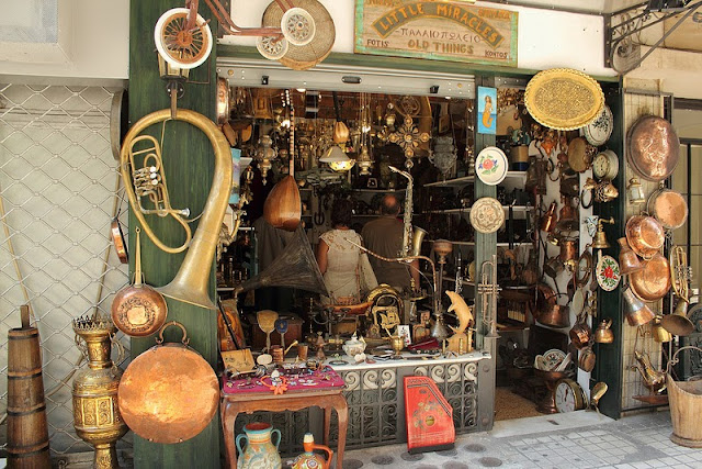 Buying Antiques When Travelling
