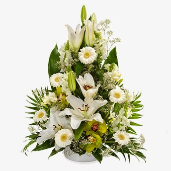 White lilies flowers delivery in France with price
