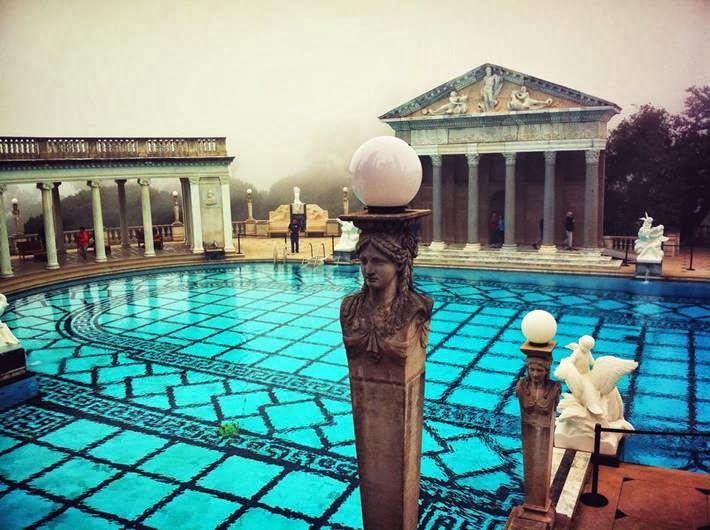 The amazing pool at Hearst Castle (Zámok Hirst), California (USA).