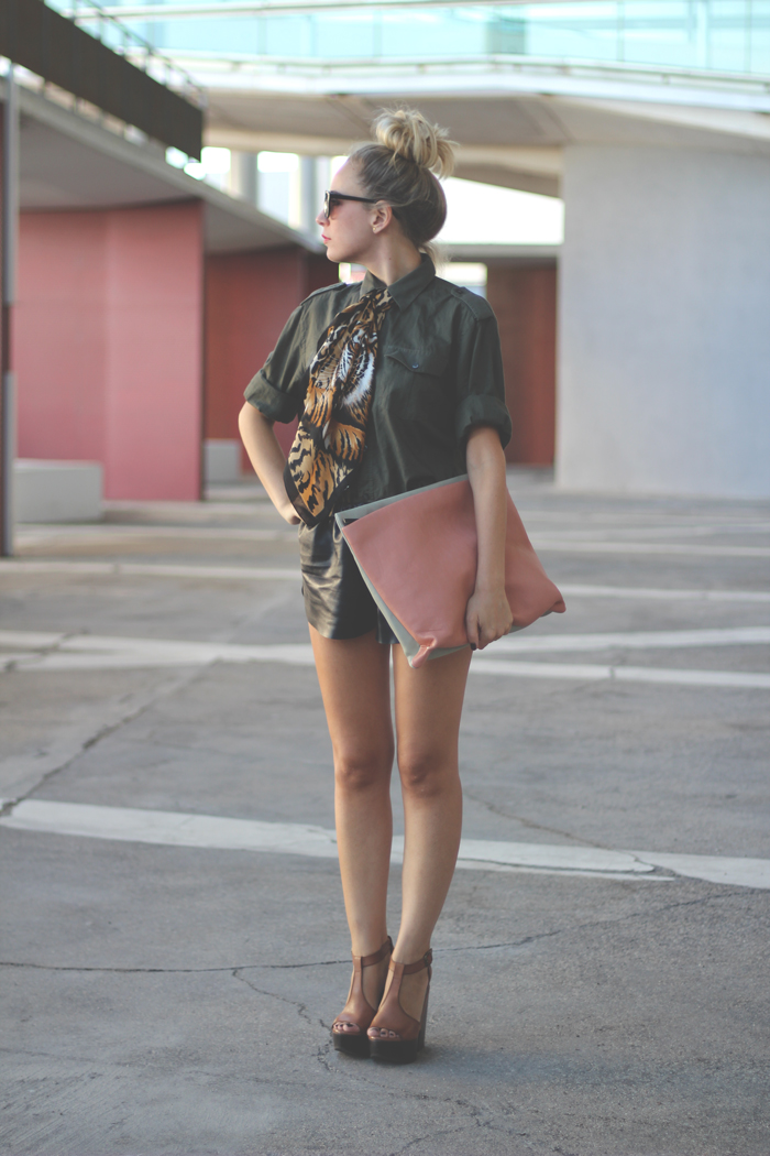 Mlitary trend, street style, my showroom, fashion blogger, leather shorts, leopard print, red lips, 