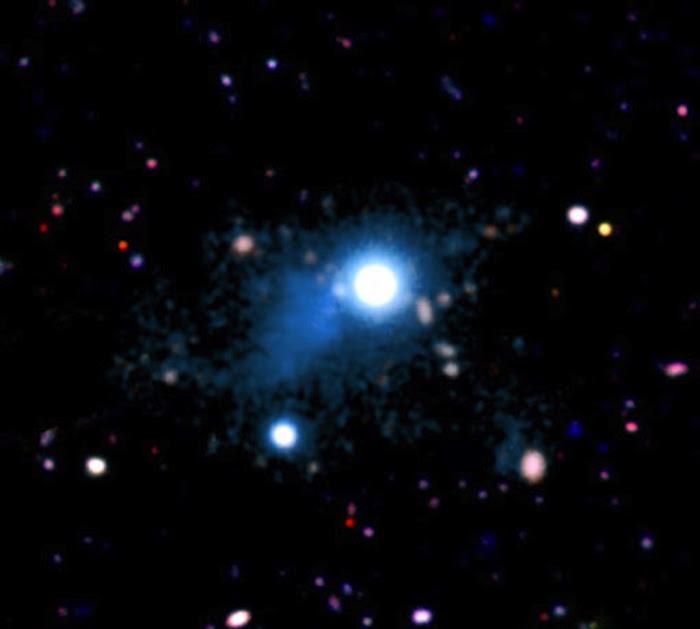 Ánh sáng từ quasar sáng UM287, là một phần của một sợi thuộc mạng lưới vũ trụ. Credit: S. CANTALUPO, UCSC/ W.M. Keck Observatory.