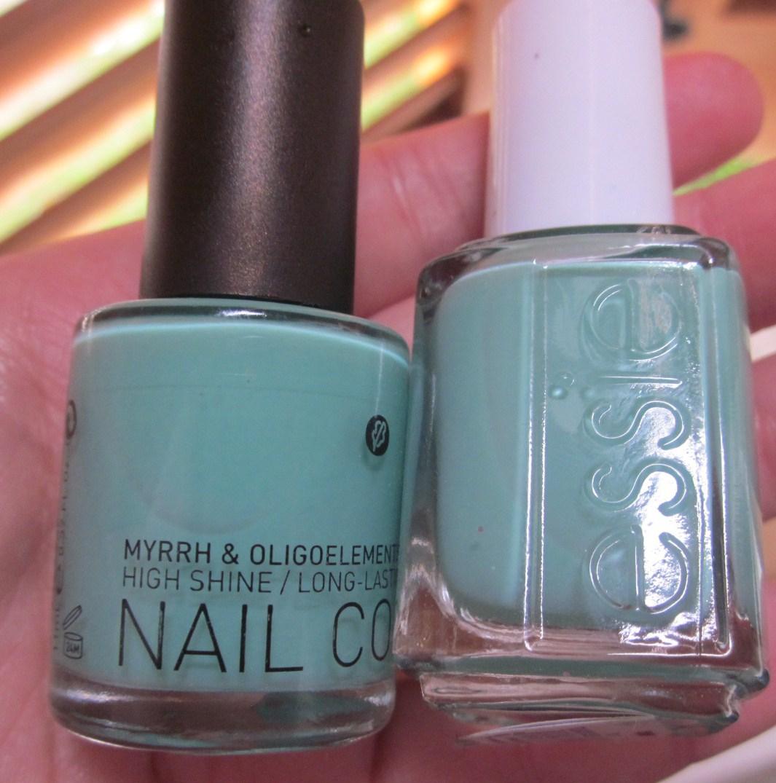 EllysMakeupbag: Korres nail polish vert amande #92