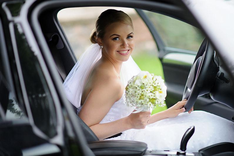 vestuvių fotosesija su automobiliais