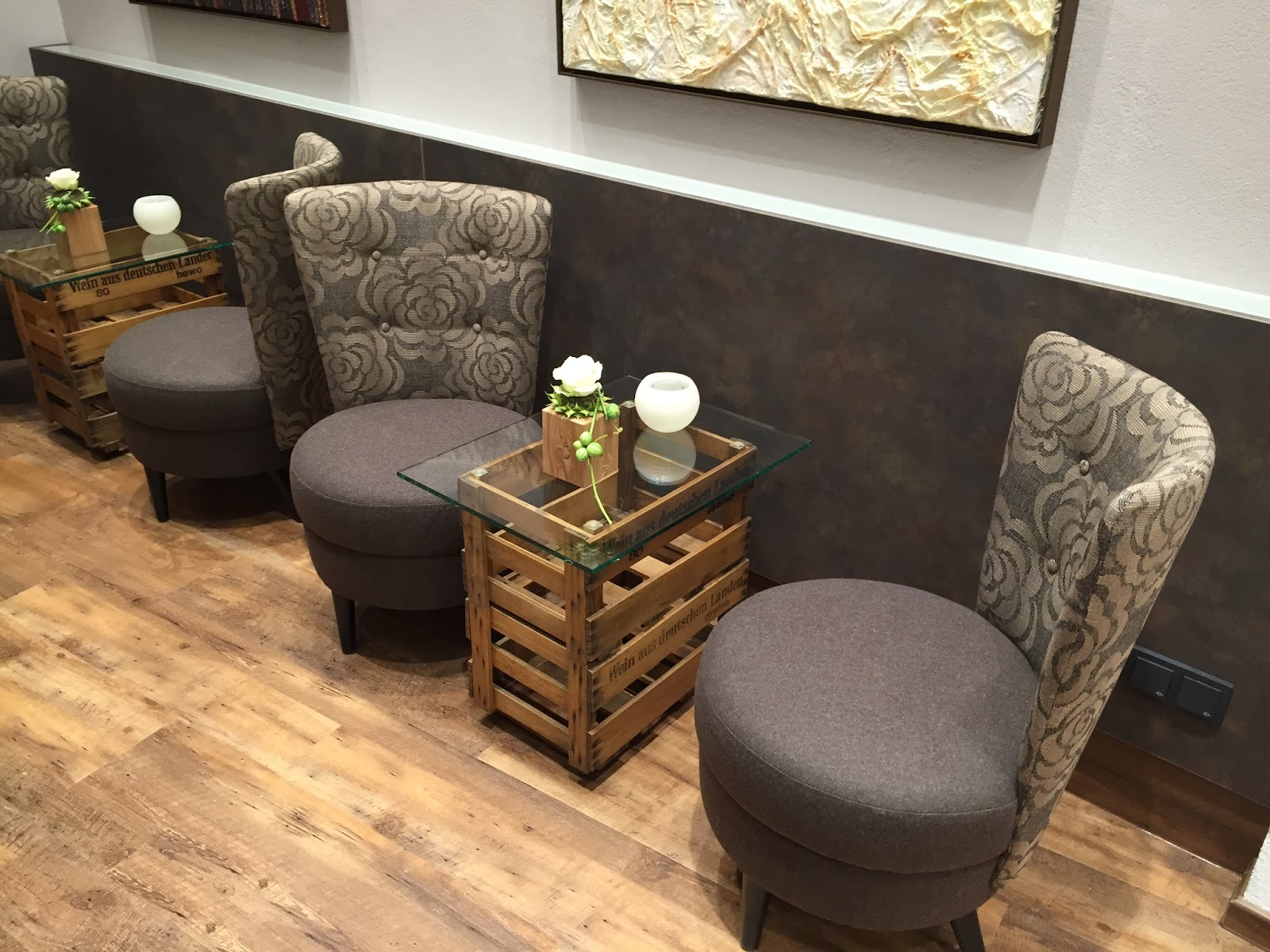 raum in form entwickelt einzigartige innenarchitektur f r die eventlocation gossini. Black Bedroom Furniture Sets. Home Design Ideas