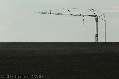 campagne champs grue silhouette chantier construction Seine-et-Marne