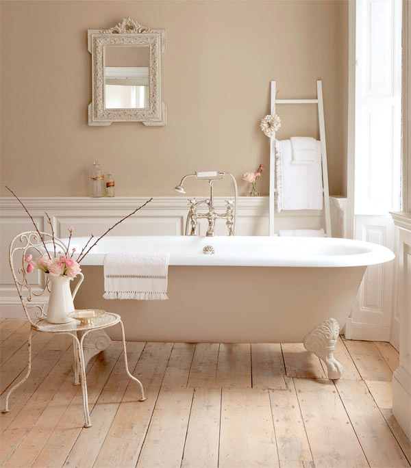 Decorar Un Baño Vintage:Country Bathroom with Clawfoot Tub