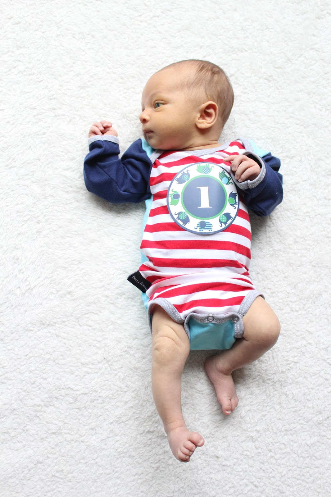 Baby Update: 1 month old, sticker onesie