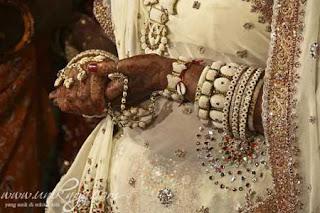 arsip-artikel-unik.blogspot.com - 5 Tradisi Pernikahan Unik di Dunia