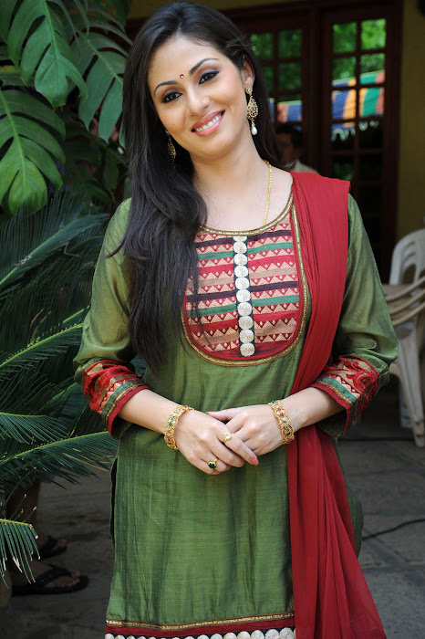 Sada in Classic Salwar Suit, Traditional Indian Salwar Punjabi Suit actress pics