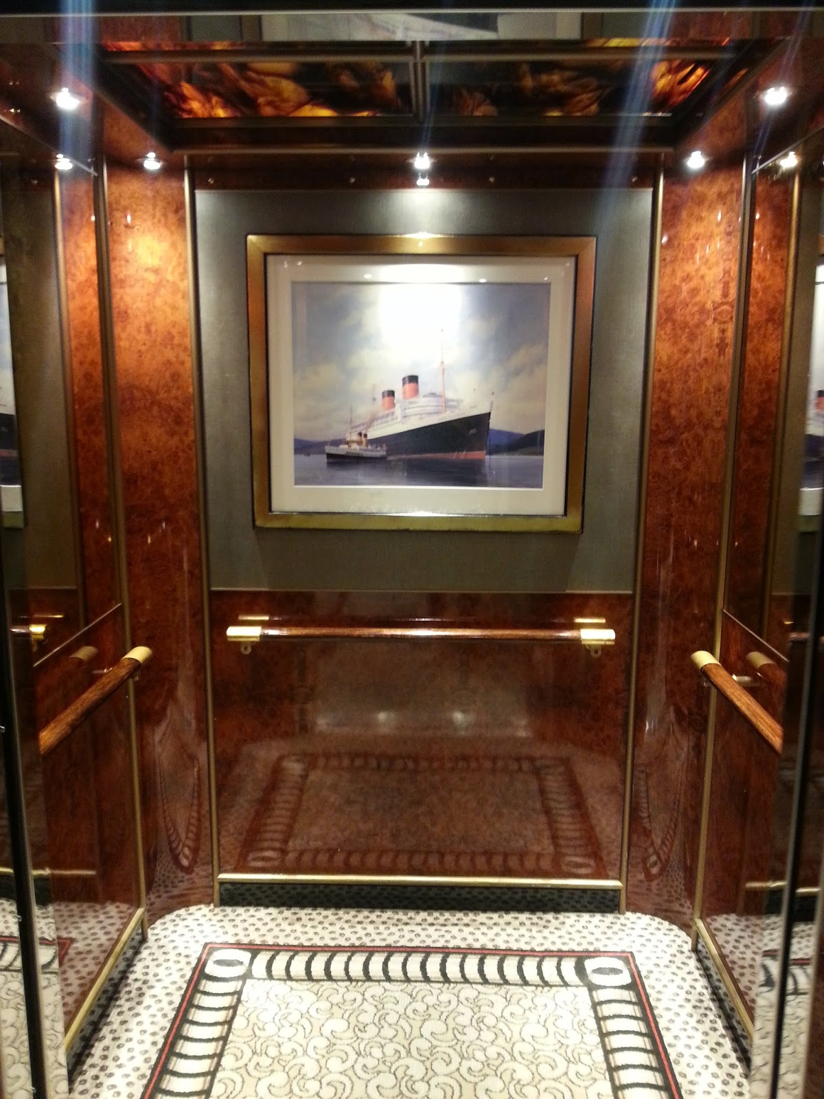 Queen Mary 2 (QM2) - Passenger Lift