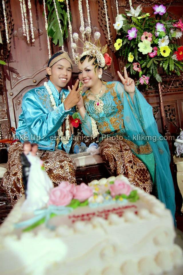 Dokumentasi Foto Pernikahan Nofi & Eko Dalam Tata Rias Pengantin Paes Ageng Modifikasi - Rias Pengantin oleh estiariani.cf [ Rias Pengantin Purwokerto / Rias Wisuda Purwokerto ]