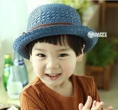 gambar anak kecil pakai topi