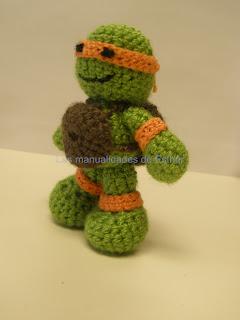 Tortuga Ninja hecha a crochet de lado