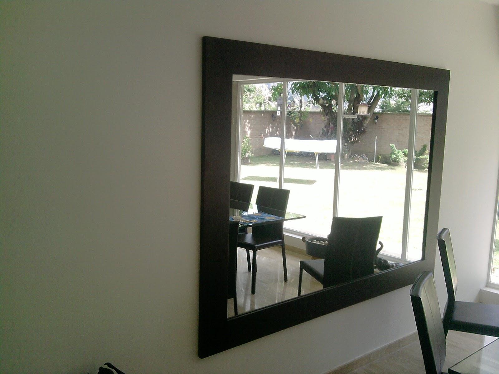 Decorange espejo con marco en madera for Espejo marco wengue