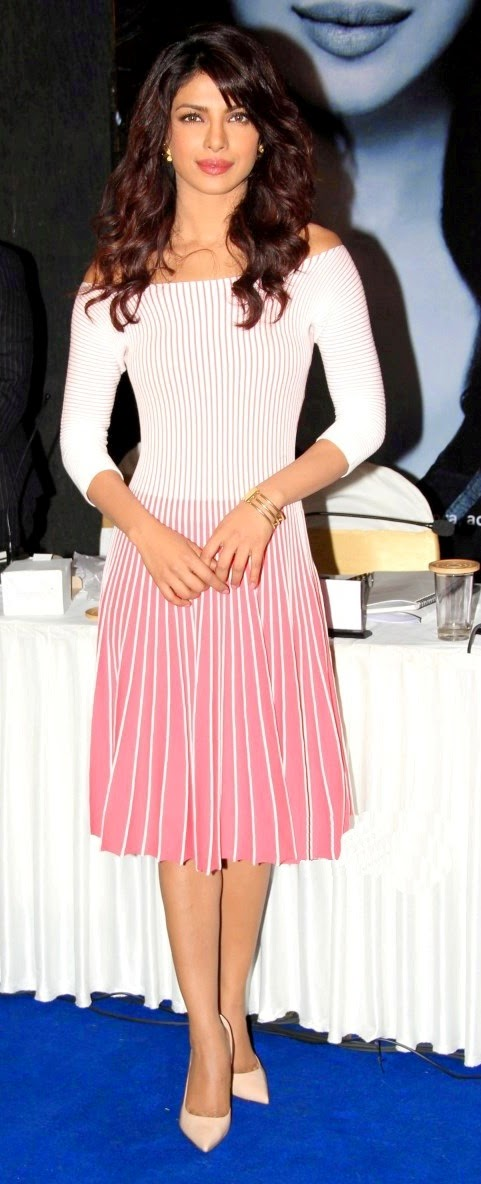 Priyanka-Chopra-looking-Sexy-at-UNICEF-Function
