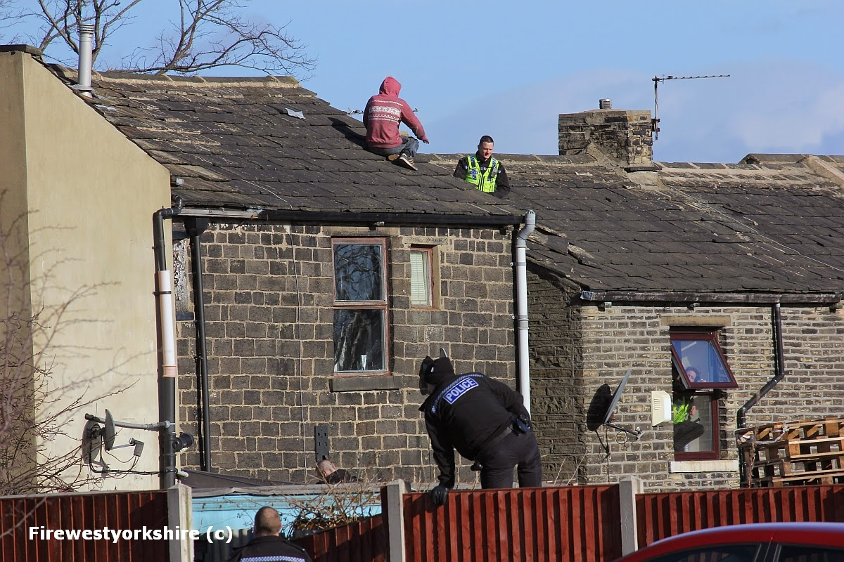 Male on roof, Wibsey, rooftop, Drama, police, negotiate, talk ,Fire applaince, ALP