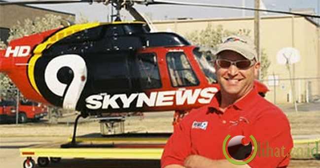 Pilot Helikopter yang Menyelamatkan Seekor Rusa yang Terjebak di Danau Beku