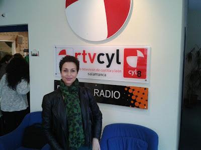 Olga Casal en RTV Castilla y León, acompañando a los alumnos del curso de protocolo de la Universidad de Salamanca