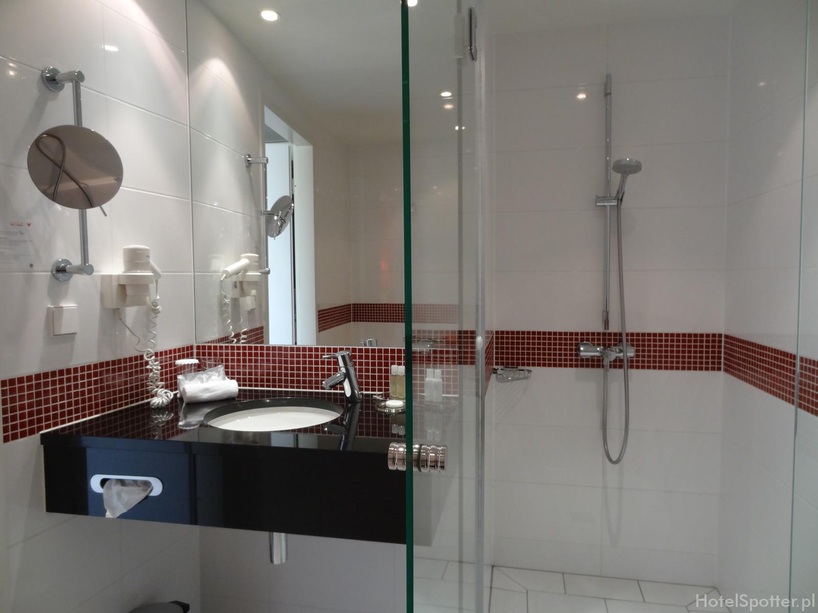 angelo Hotel Katowice - prysznic i umywalka
