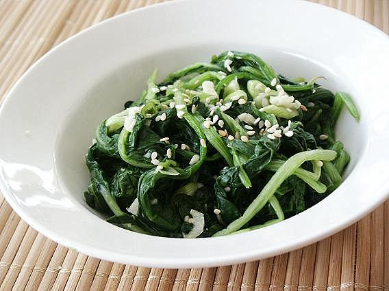 Little Corner of Mine: Korean Seasoned Spinach (Shigumchi Namul)