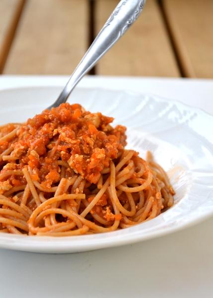 spaghetti di kamut al ragù di tofu