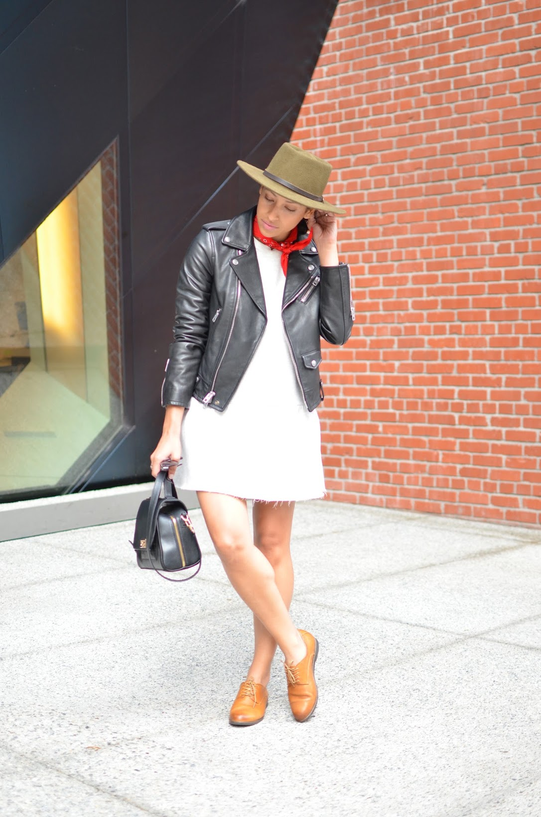 Ectu LA handbag, tomboy chic style, Olukai Keawe oxfords, zara dropwaist dress, Coach moto leather jacket, red bandana, how to do the bandana trend, how to wear a bandana, fedora hats for fall, Contemporary Jewish Museum