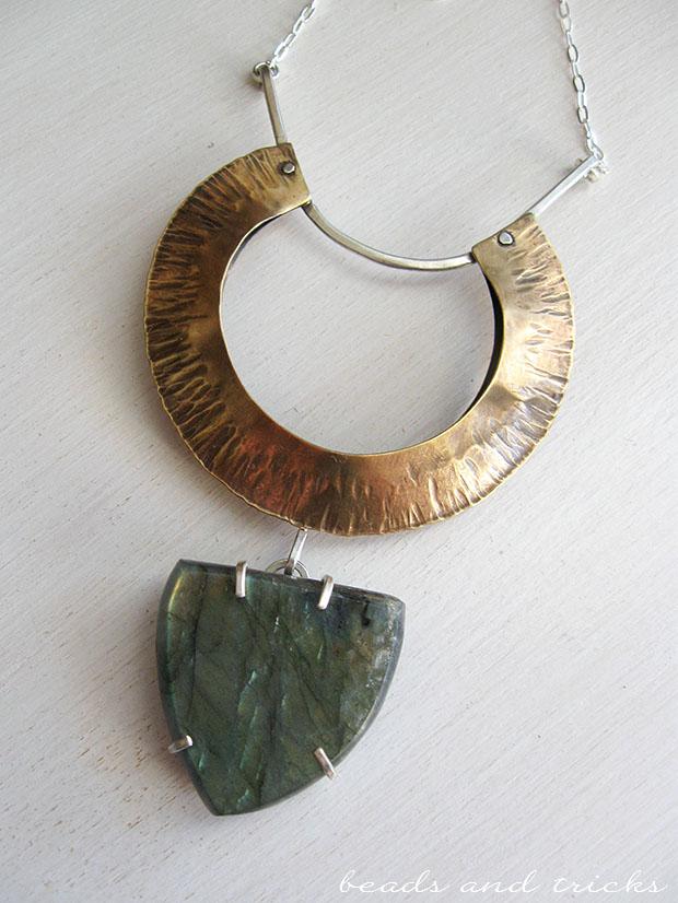 Collana in ottone similoro, argento e labradorite