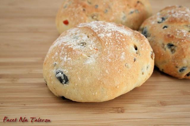 hiszpański chlebek z oliwkami