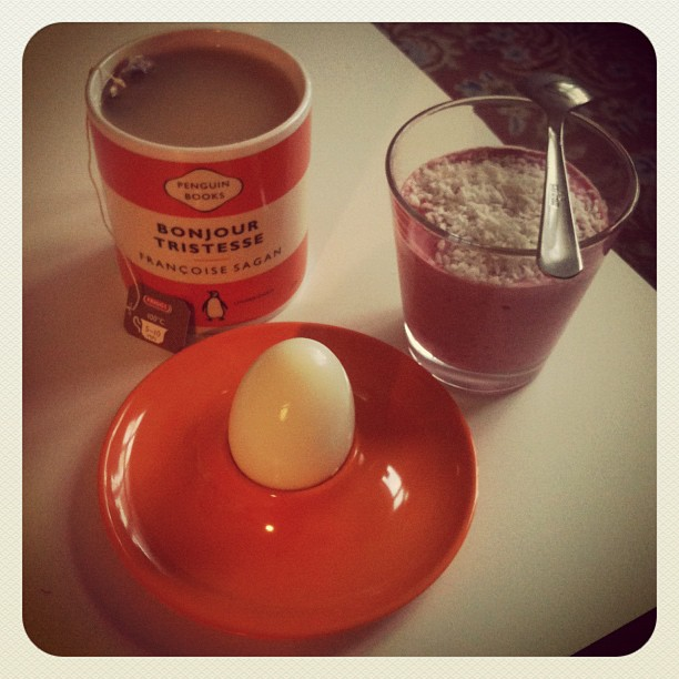 healthy breakfast, smoothie and egg