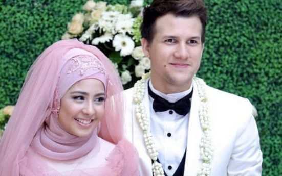 Penyebab Utama Perceraian Risty tagor dan stuart