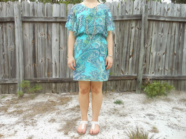 Capsule Wardrobe Outfit #1: Paisley Dress. Turquoise and green paisley dress, silver jewelry, white sandals. #capsulewardrobe #BowsandClothes #paisley