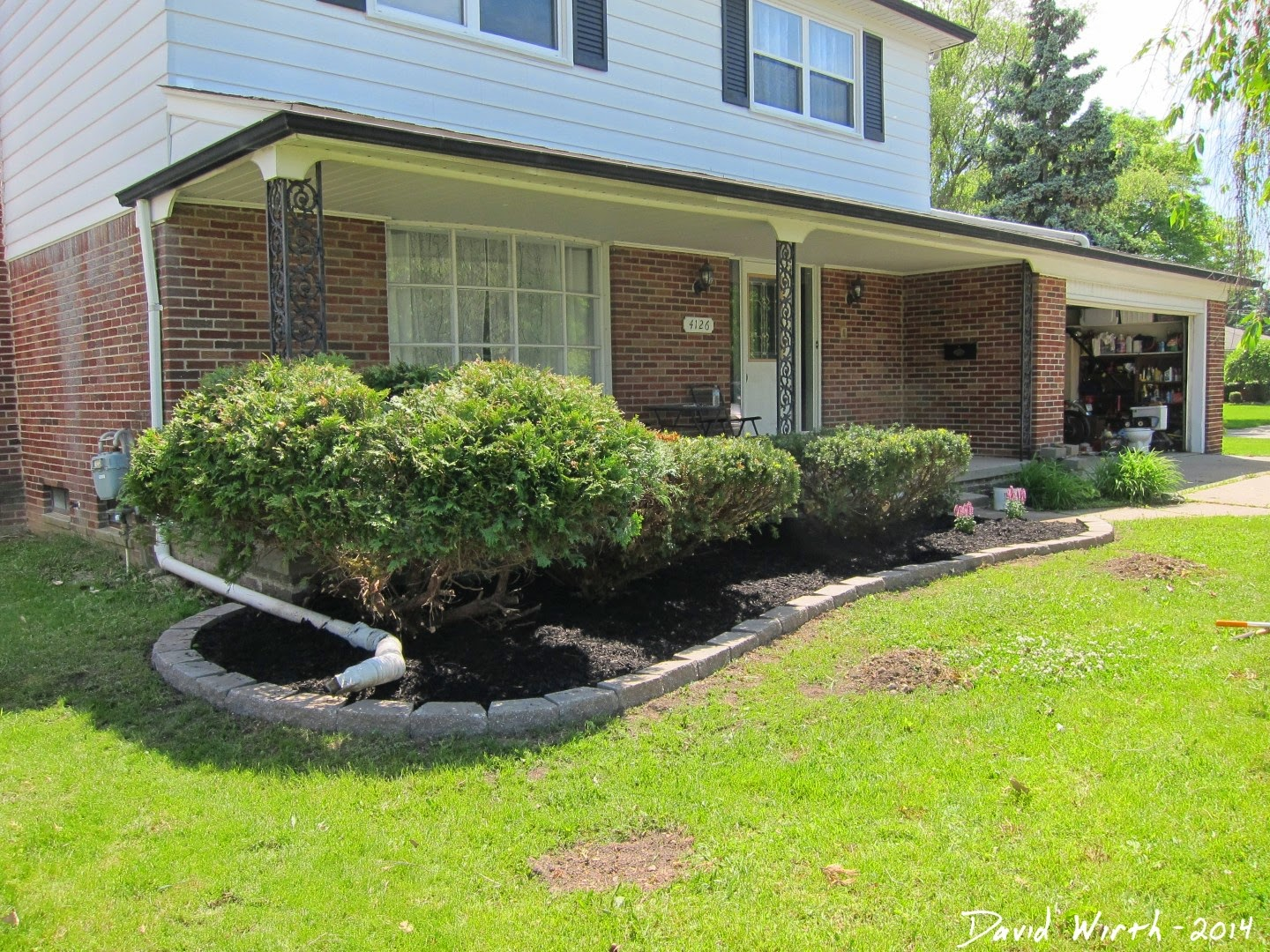 Easy Landscape Block Wall And Mulch