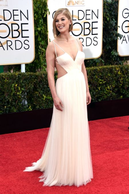 Rosamund Pike in an interesting Vera Wang dress at the Golden Globes 2015