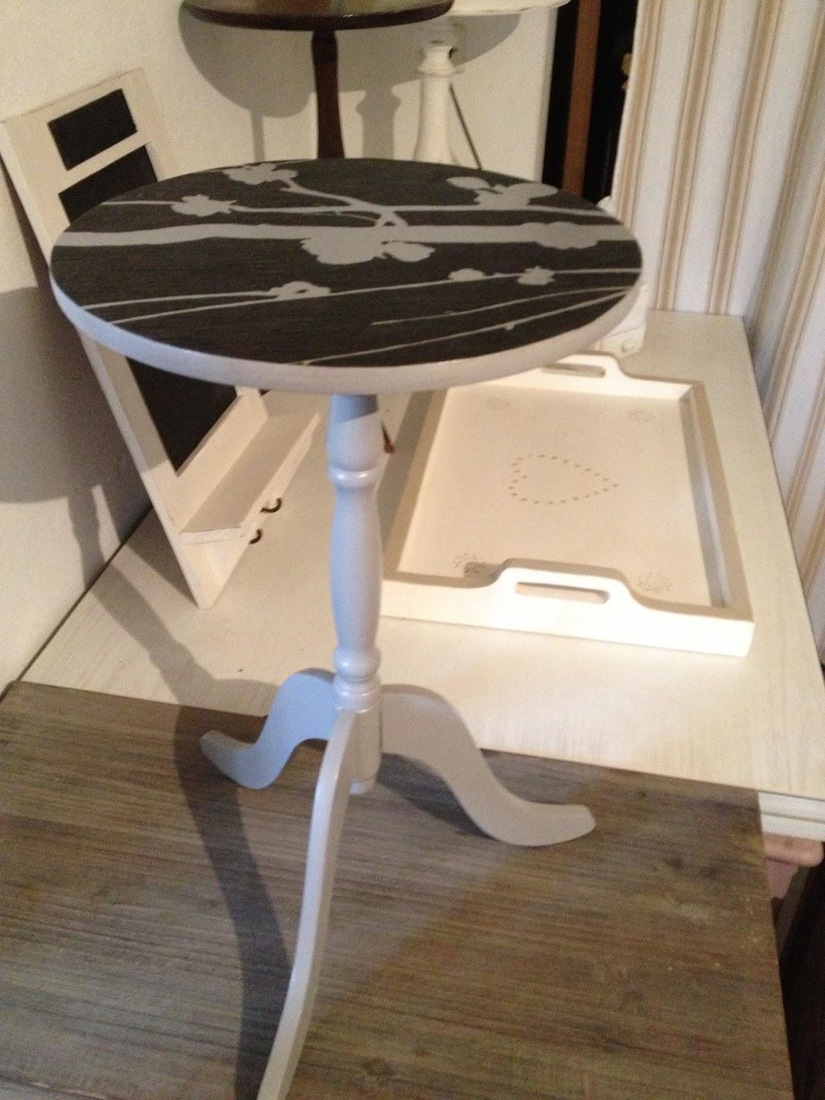 vendre ses meubles cash magasin pour vendre ses meubles table de lit a roulettes sur le net. Black Bedroom Furniture Sets. Home Design Ideas
