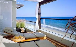 Desain Balkon Rumah 14