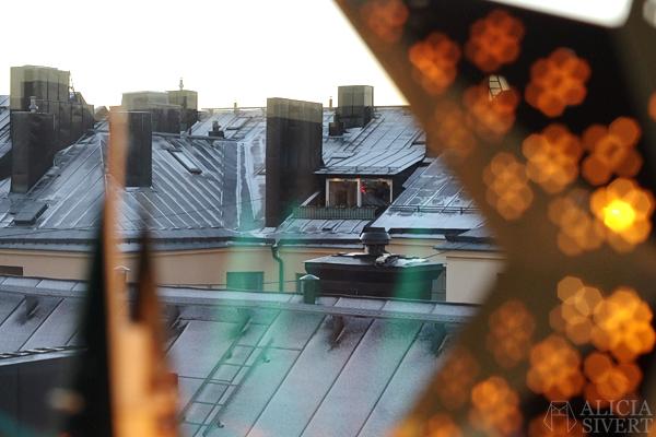 First snow, photo by Alicia Sivertsson, 2015. Första snön, aliciasivert, alicia sivert, snö, balkong, utsikt, hustak, vinter, december
