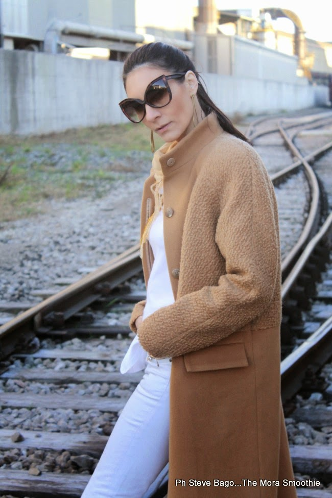 outfit, look, fashion, fashionblogger, isabel garcia, converse, nau, dansk smykkekunst, coat, camel coat, earrings, shoes, pants, sunglasses, shopping, shopping on line, italianblogger, fashionboggeritaliane, outfitoftheday, model, girl, paola buonacara, themorasmoothie