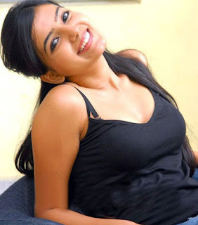 samantha sexy pic in black bra