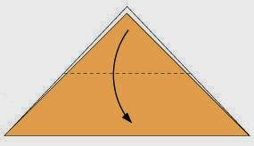 Bước 2: Gấp góc trên của tờ giấy xuống dưới